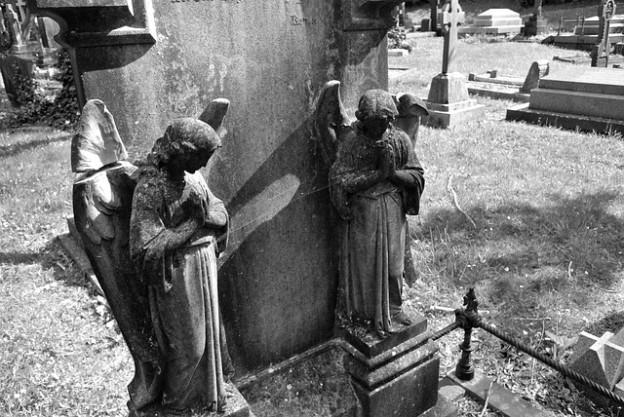 angels gravestone